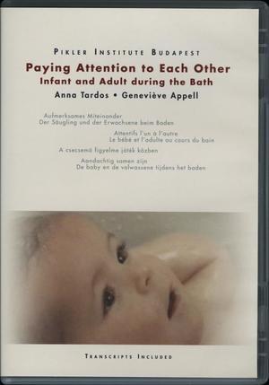 Paying attention to each other - Infant and adult during the bath / Aufmerksames Miteinander / Attentifs l'un á l'autre / Egymásra figyelve / Aandachtig samen zijn